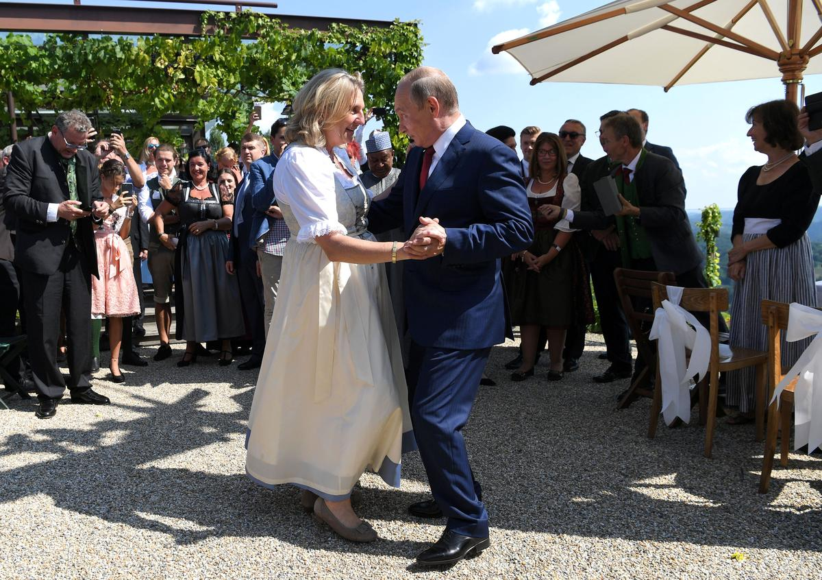 Cossacks and flowers as Putin dances at Austrian minister's wedding | Reuters