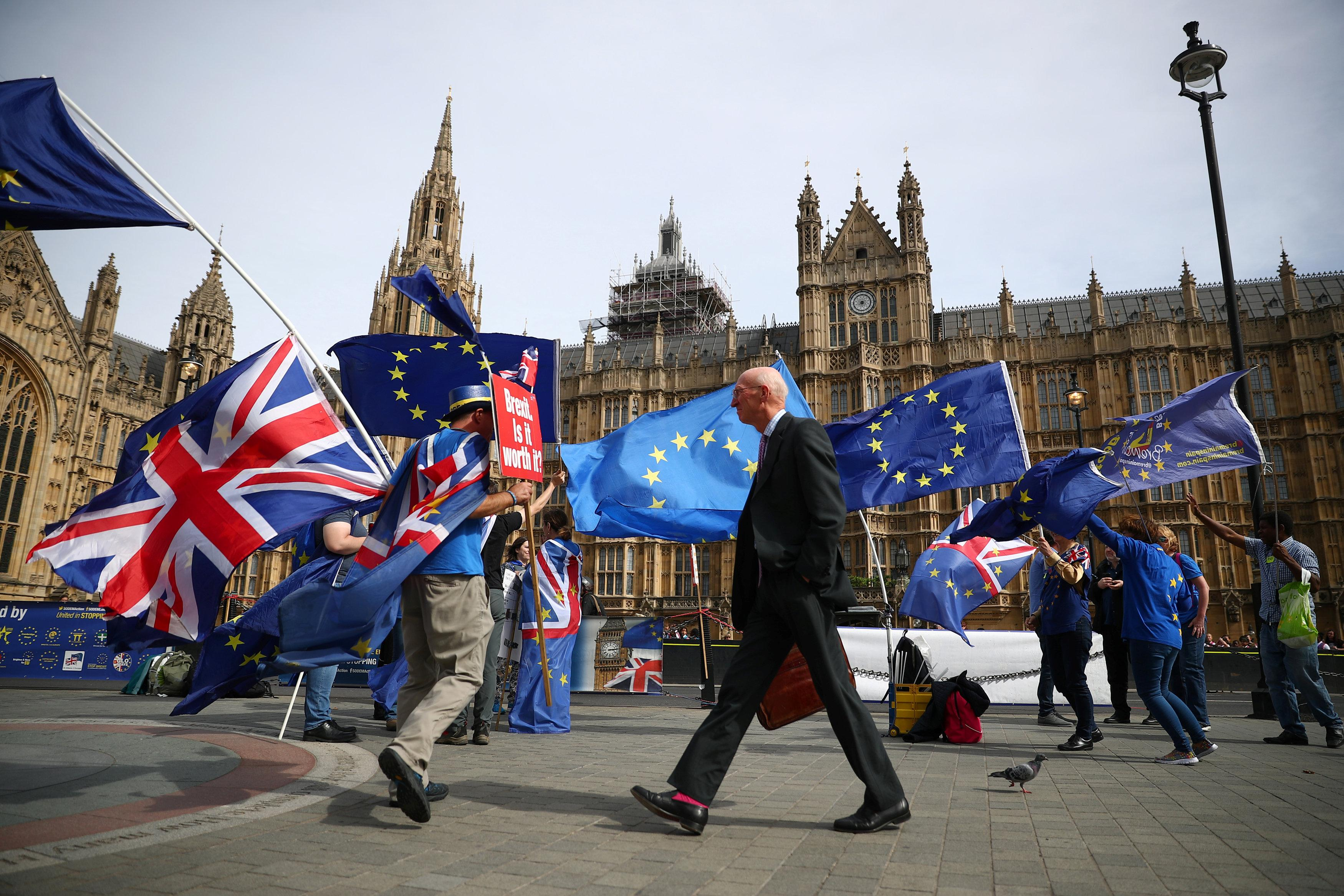 Brexiteers start 'chuck Chequers' campaign against UK PM May's plans