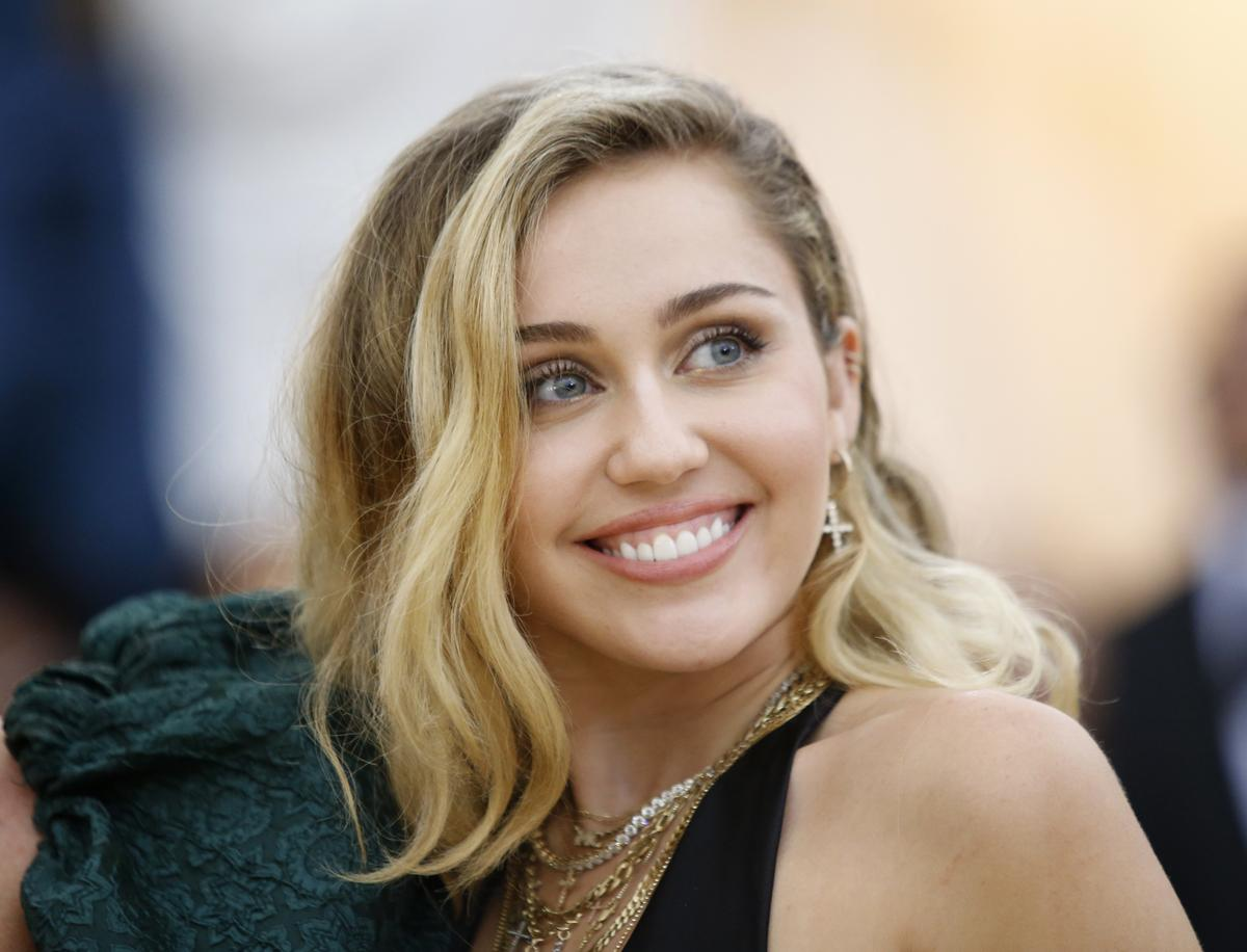 Miley Cyrus, Neil Young lose homes in Malibu fire; Gaga visits shelter