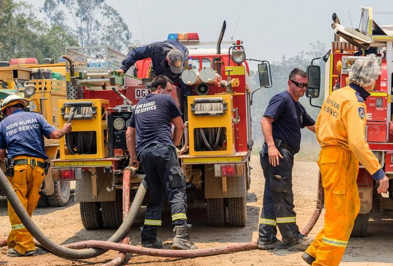 Extreme heat and strong winds stoke Australian bushfires