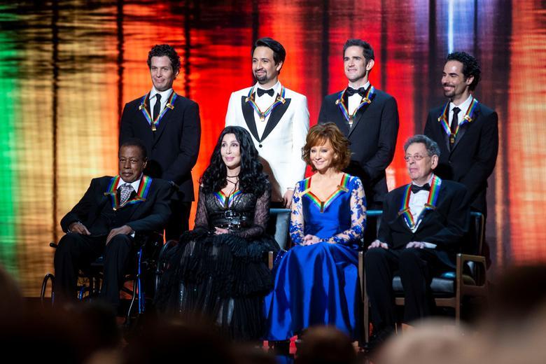 ケネディ・センター名誉賞、シェールや「ハミルトン」製作者が受賞 ...