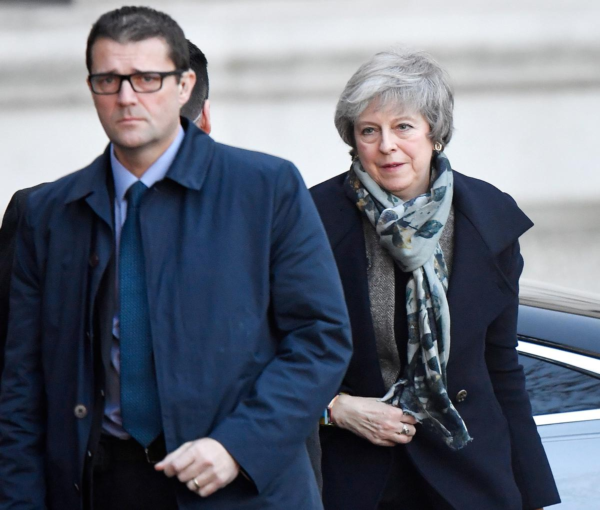Rejecting other Brexit options, May sticks by her deal