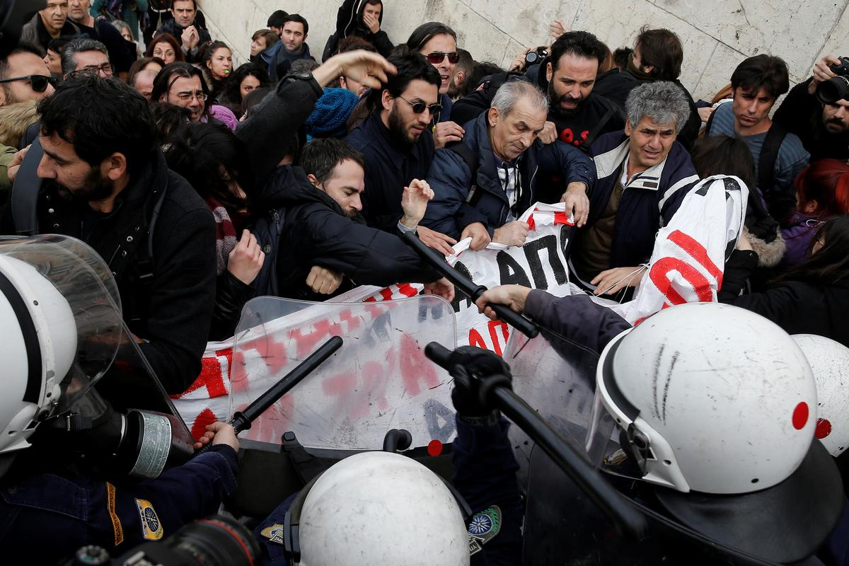 Greek police fire teargas at protesting teachers in Athens