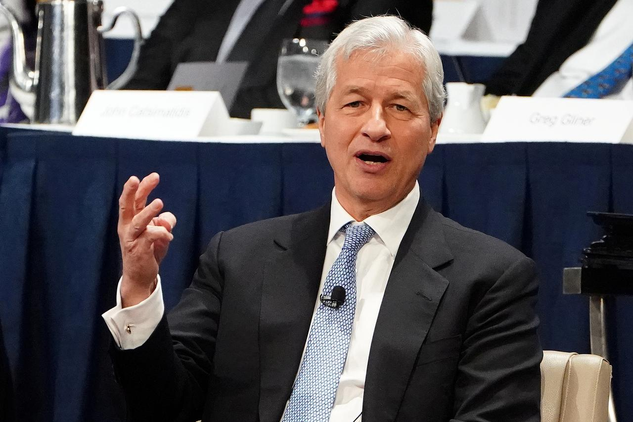 JPMorgan board raises Dimon's compensation to $31 million - Reuters