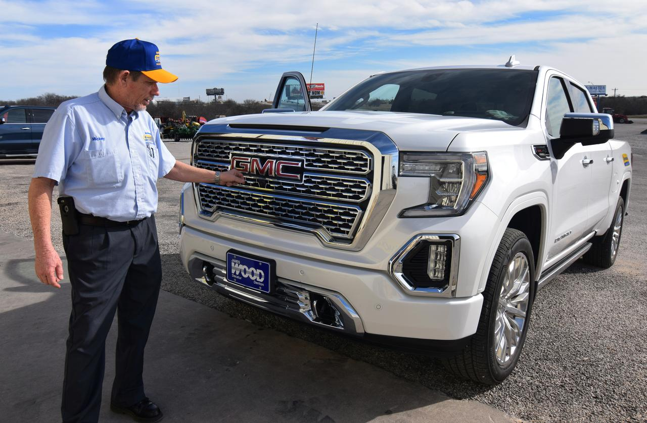 Jobs In Trucks >> Huge Pricey Trucks Haul Jobs And Profits For The Detroit Three