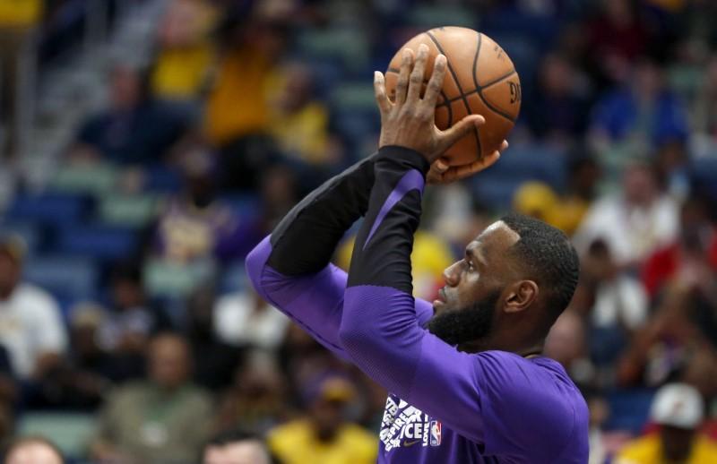 James criticizes Lakers' 'sense of urgency'