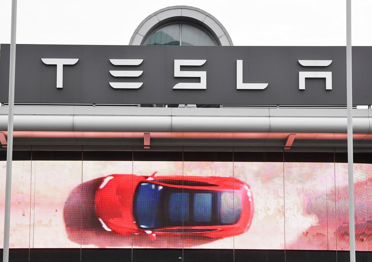 Top Tesla Shareholder Says Musk 'Doesn't Need to Be CEO': Barron's