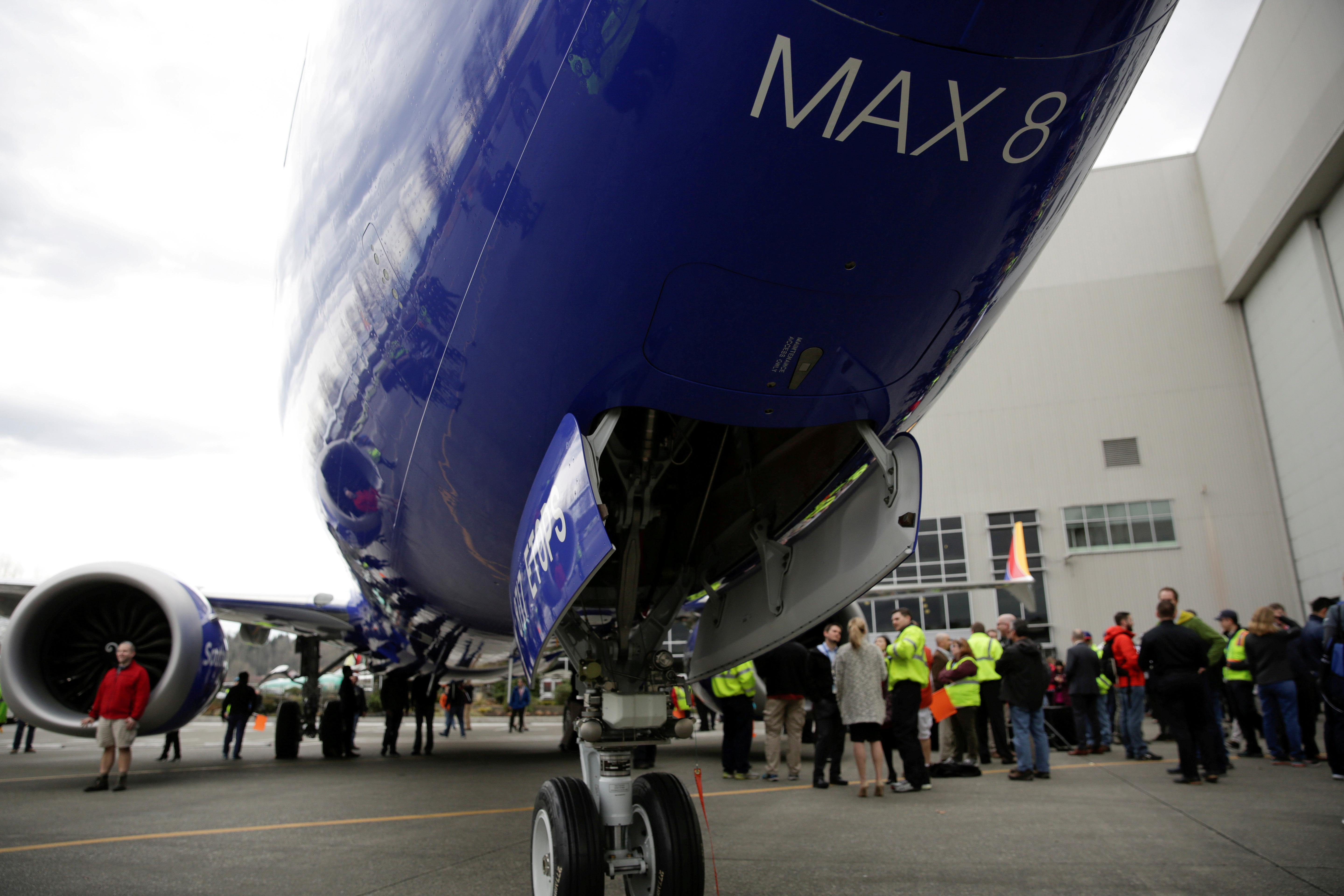 U.S. airlines stand by 737 MAX as some customers, nations reject it