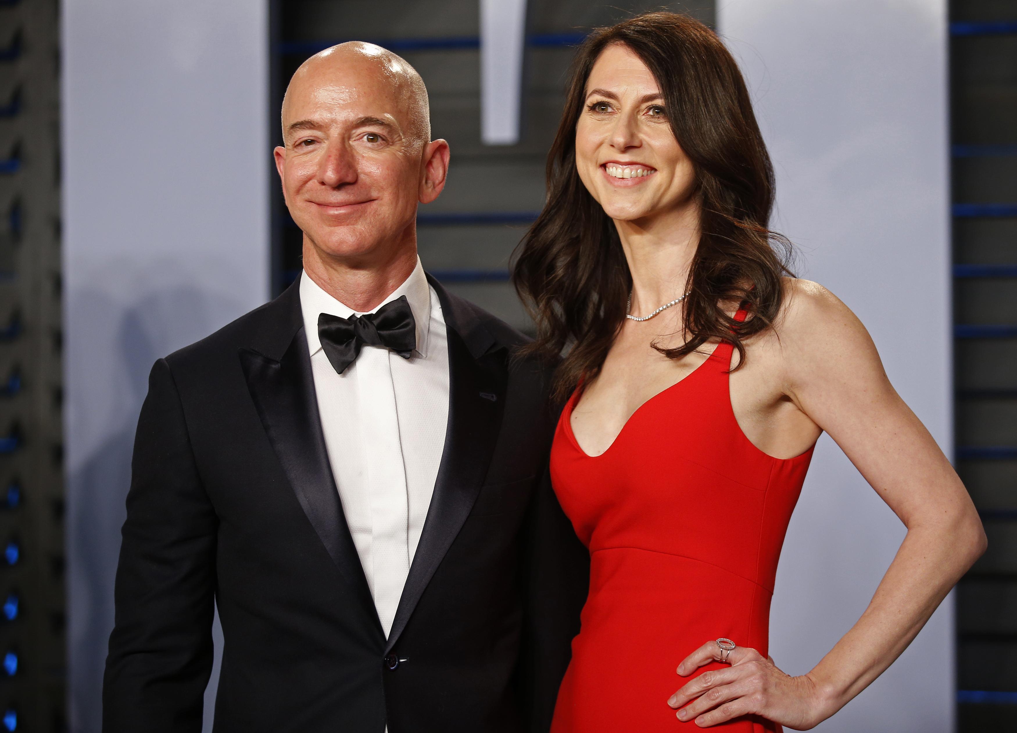 ジェフ・ベゾス氏、アマゾンの議決権は維持 離婚調停が成立 - ロイター