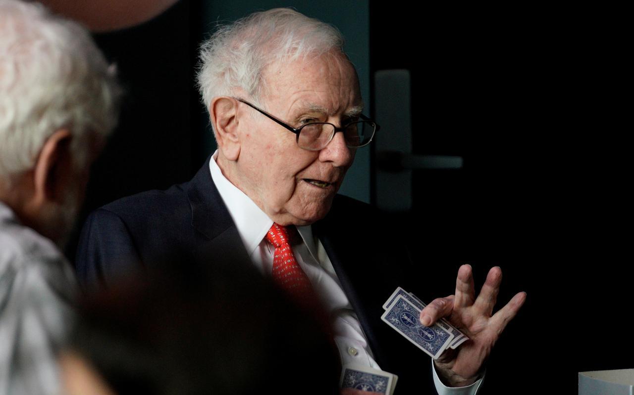 Warren Buffett Urges Wells Fargo To Look Beyond Wall Street For Next