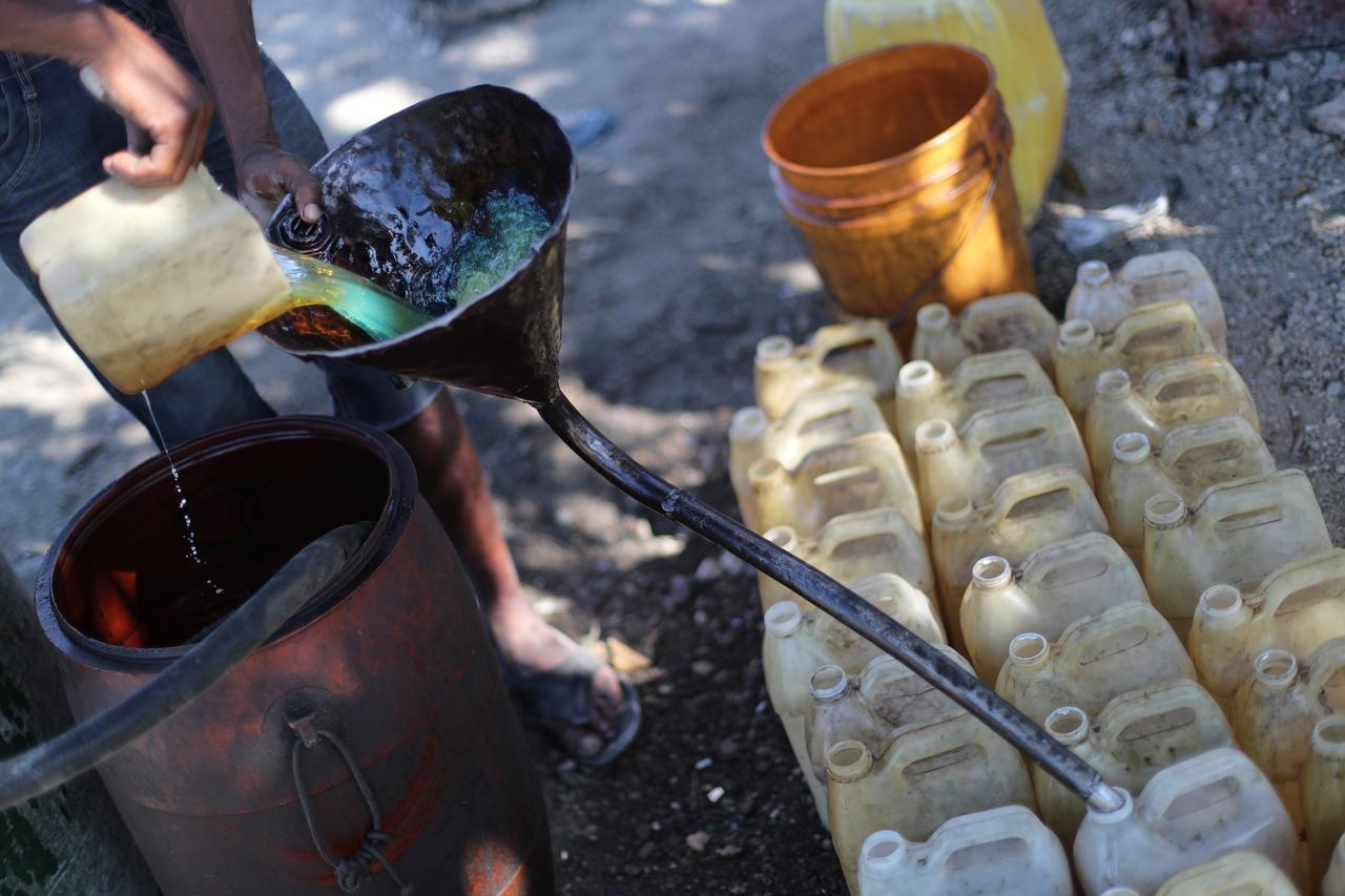 Row with U S  energy trader worsens Haiti's fuel crisis - Reuters