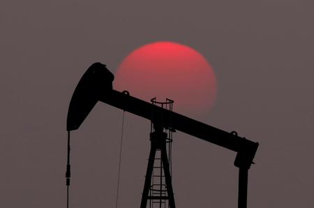 Oil sinks 3% as Trump again pressures OPEC to lower crude prices