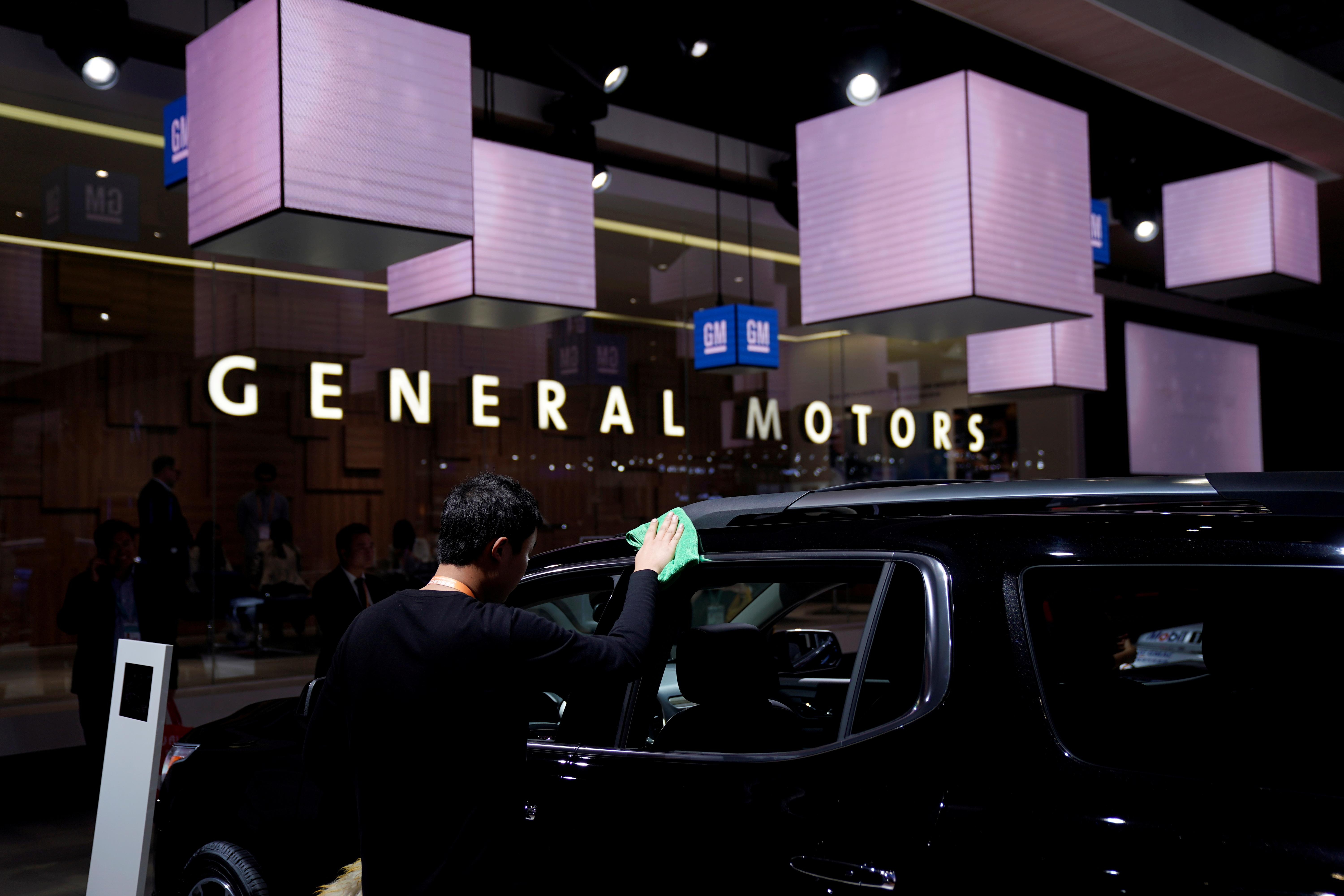 Lyft elevates GM first-quarter profit, pickups in driver's seat