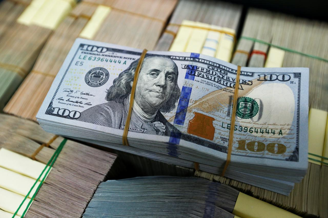 Dollar holds awaiting signals on trade, Fed policy - Reuters