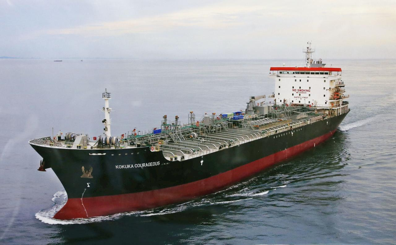 Flying objects' damaged Japanese tanker during attack in Gulf of