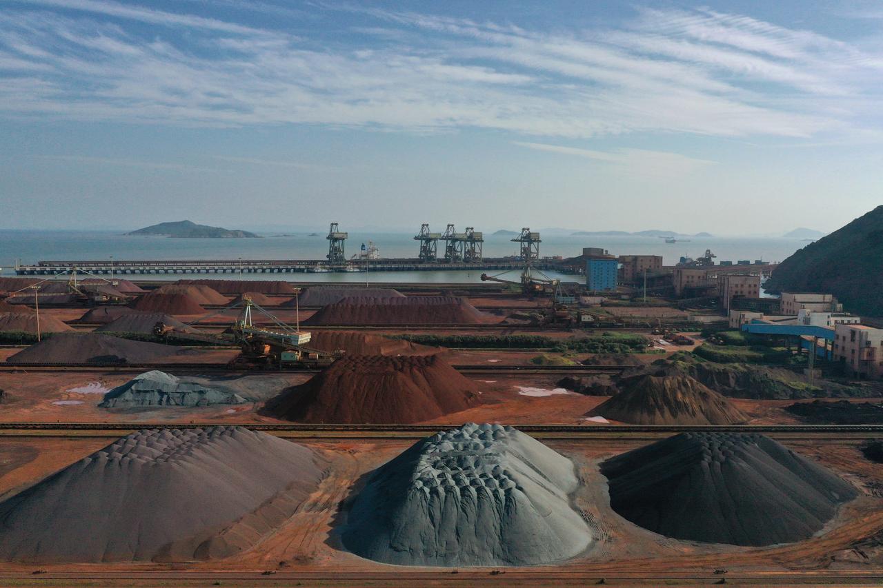 Column: China's iron ore, steel prices diverge as trade war vies