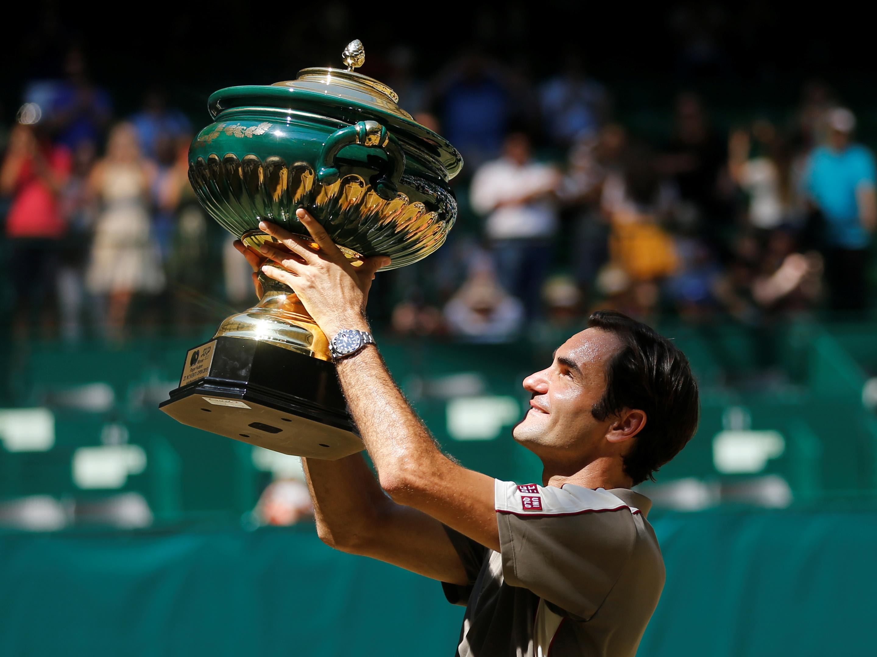 Federer primed for Wimbledon charge after sealing 10th Halle crown
