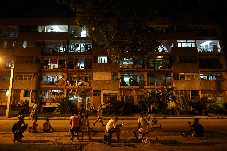 U.S. sanctions put telecoms firms off Cuba, internet task force says