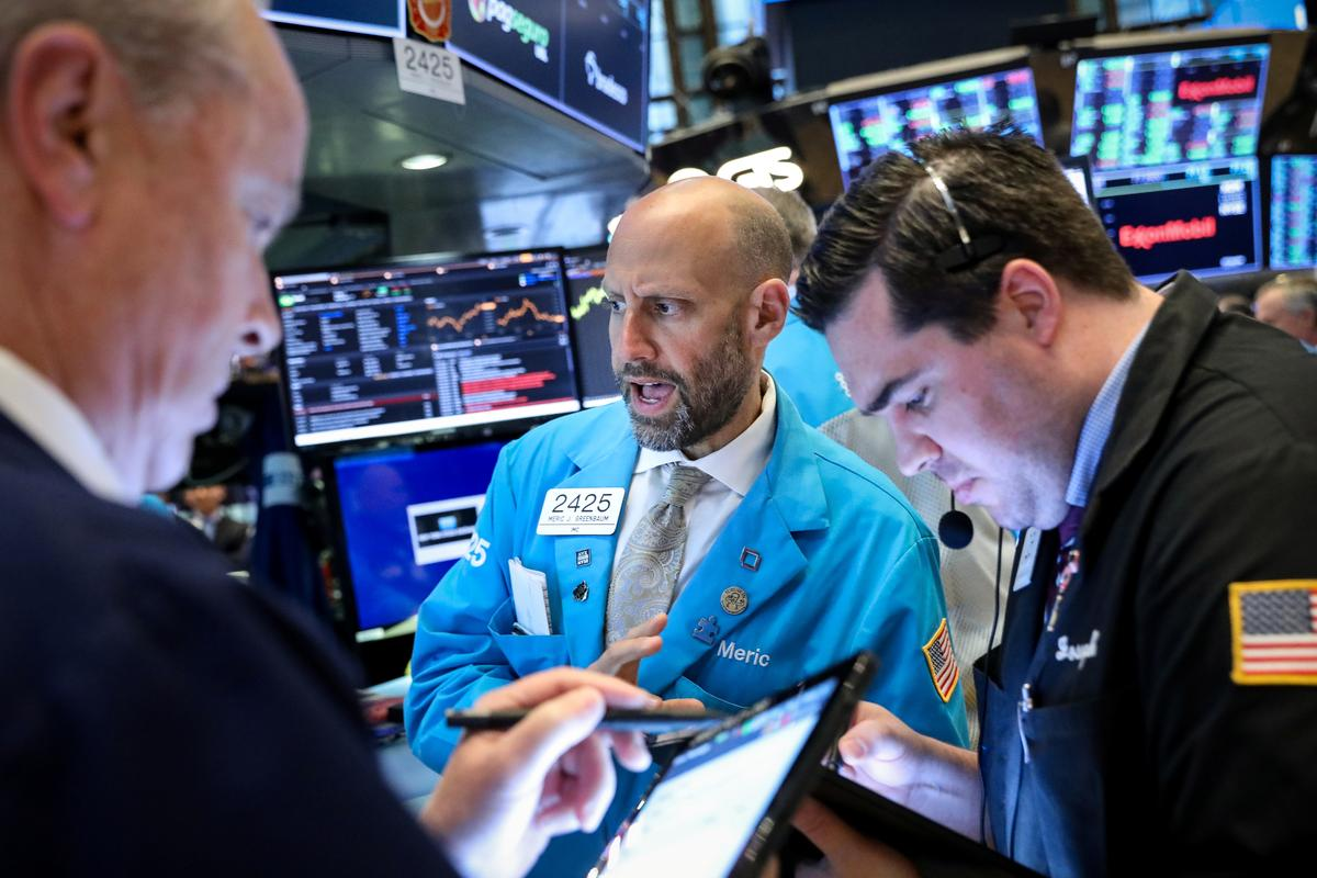 Weak economic data, tariff concerns weigh on stocks globally