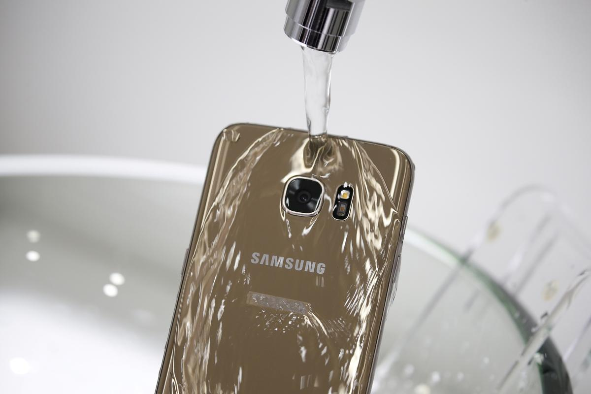 Techmeme: Australian consumer watchdog sues Samsung for