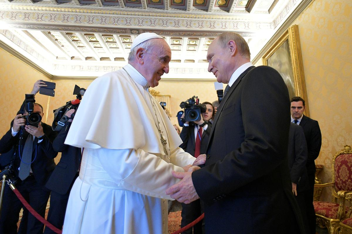 Putin and pope hold 'substantive' talks in shadow of Ukraine crisis