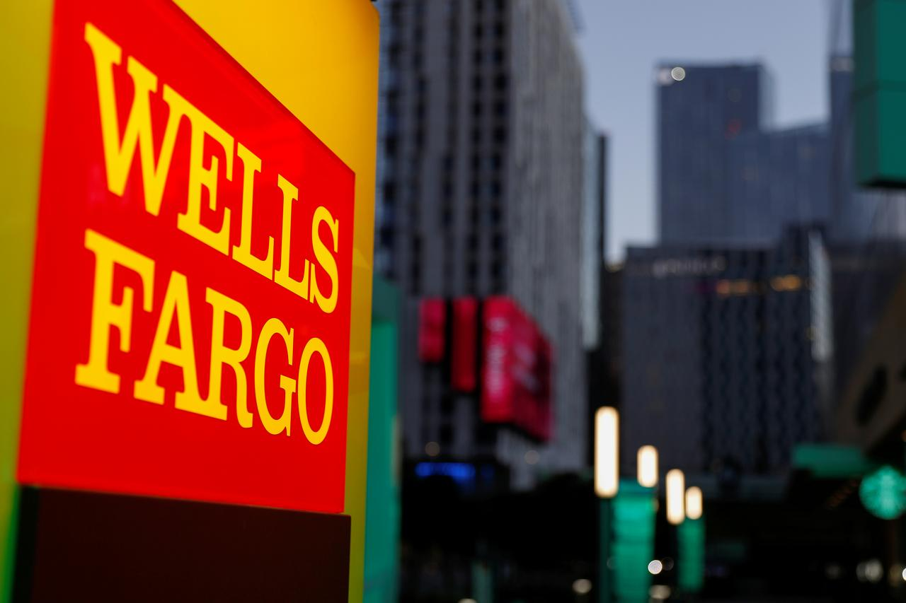 Wells Fargo tempers cost-cutting outlook - Reuters