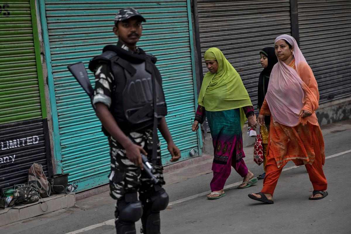 India reimposes some restrictions in Kashmir ahead of Muslim festival