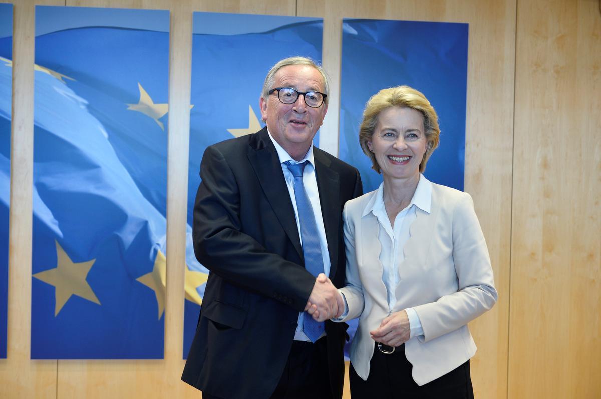 Juncker van die EU hou vakansie kort vir dringende operasies: verklaring