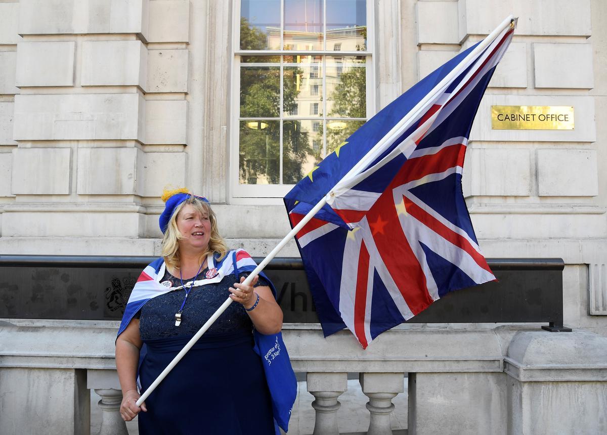 Groot Brittanje ondervind Brexit: Times met tekorte aan voedsel, brandstof en dwelmmiddels, met verwysing na amptelike dokumente