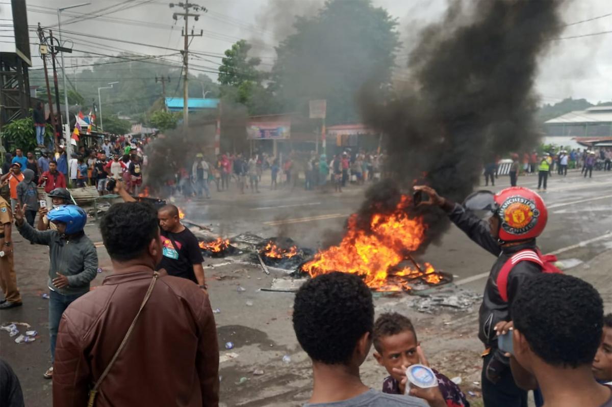 President van Indonesië dring aan op kalmte na gewelddadige betogings in Papoea-stede