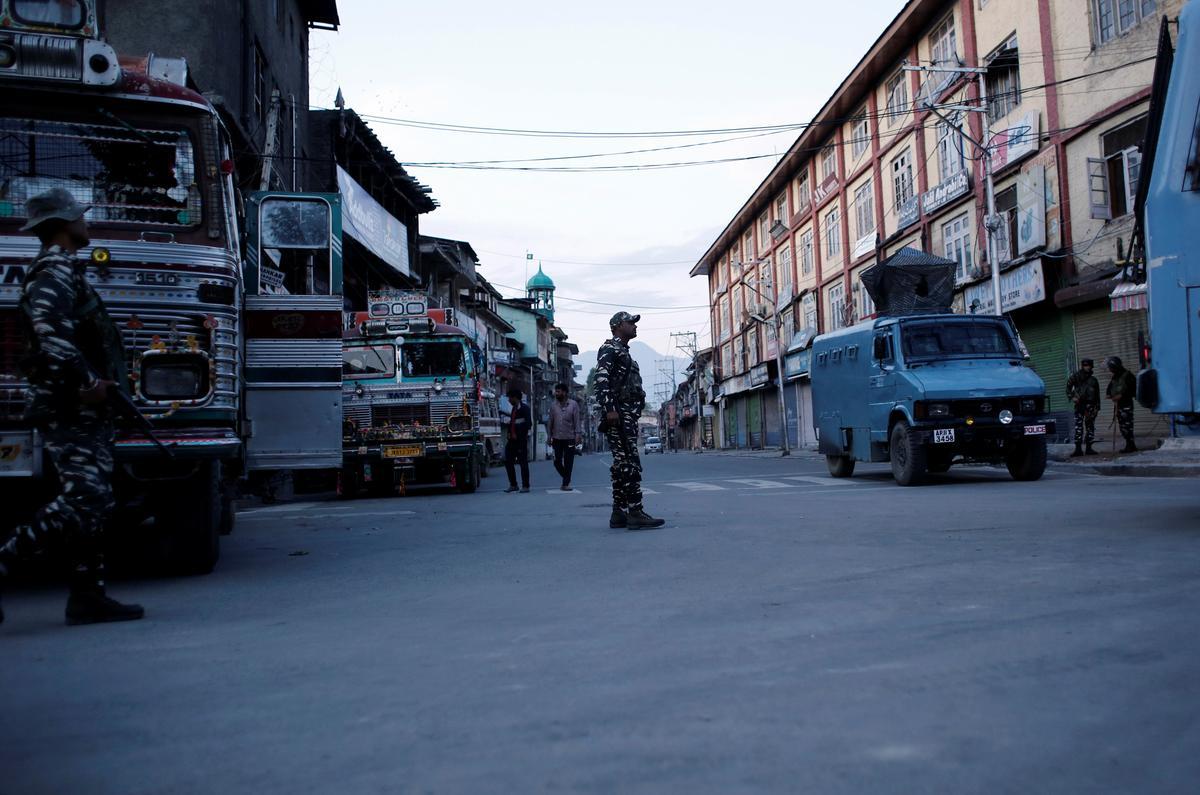 Twee dood in Kashmir-geweer, die eerste sedert die herroeping van status