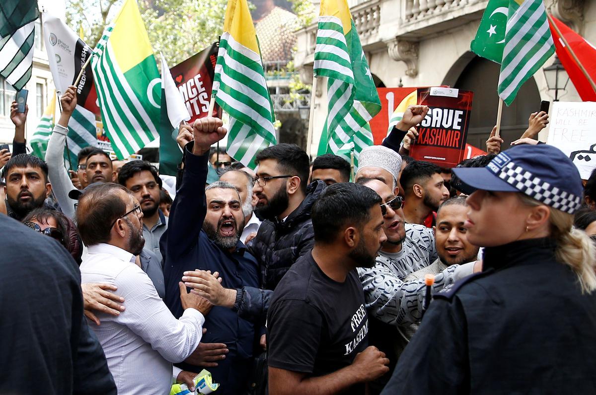 Indiese premier gee Kashmir betogings met die Britse eweknie