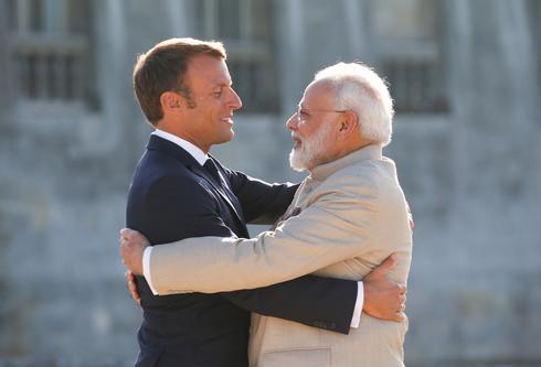 Hug diplomacy