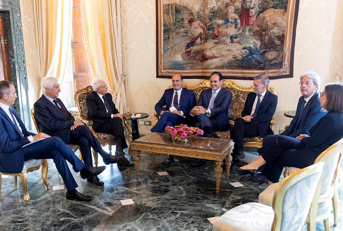 Italië is nader aan die nuwe kabinet namate die sperdatum nader