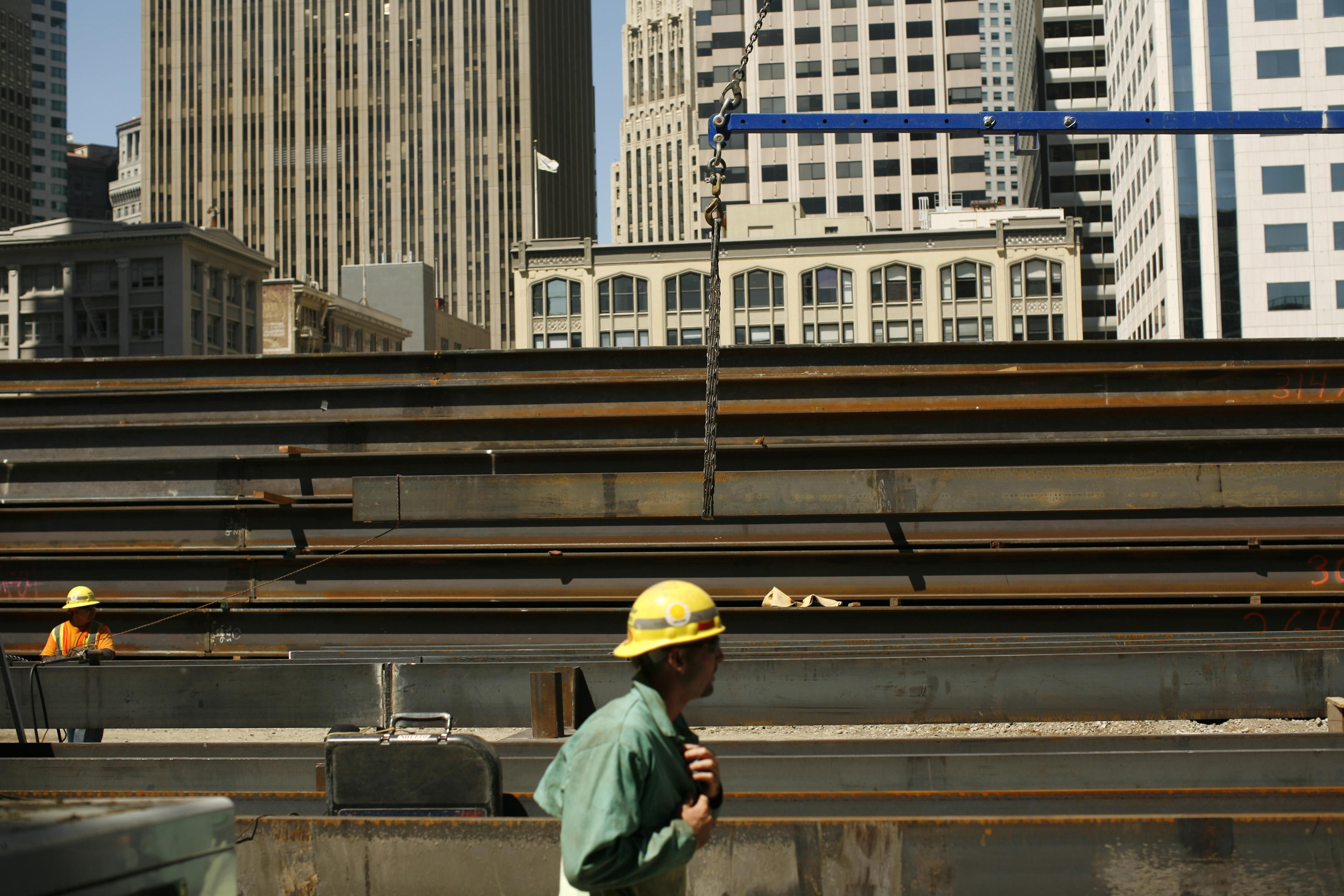 U.S. construction spending edges up in July