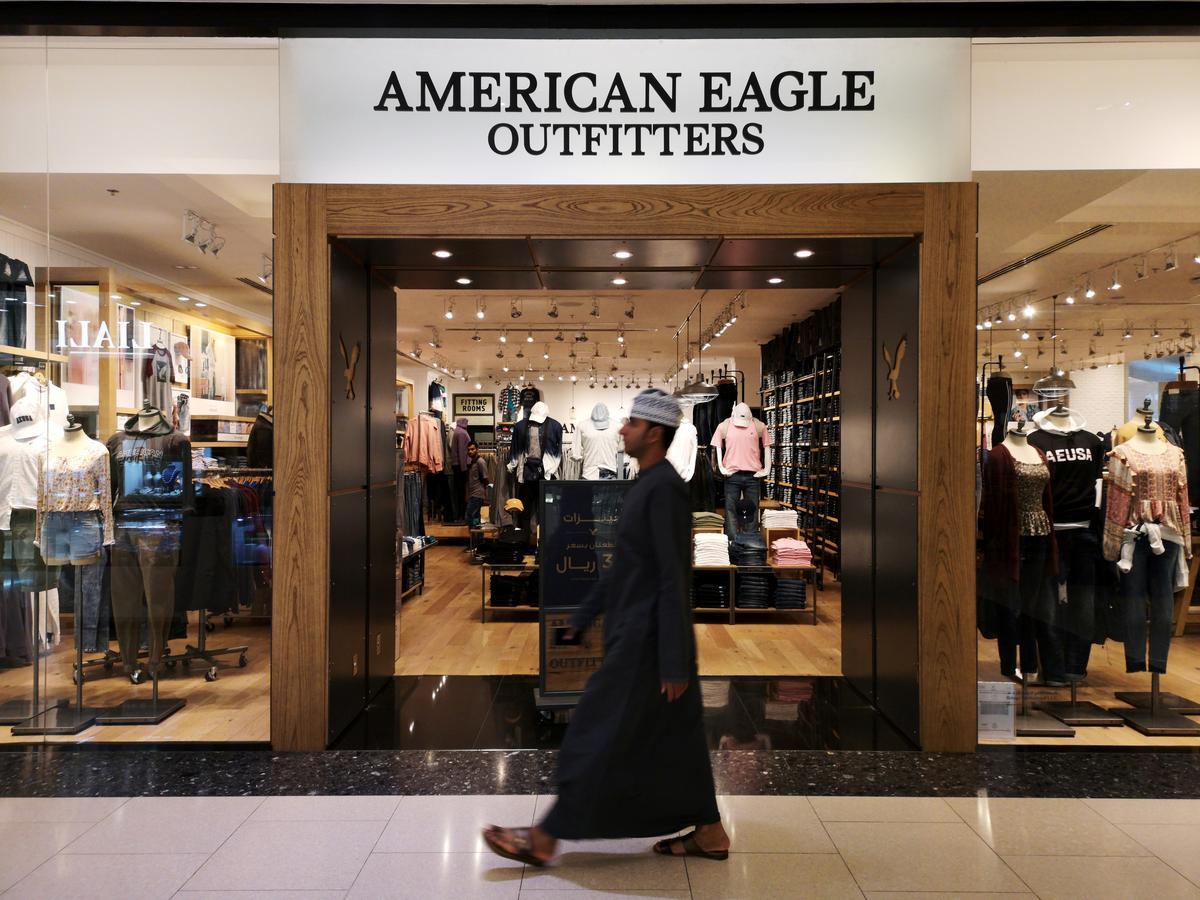Weak sales growth hits American Eagle outlook; shares slide