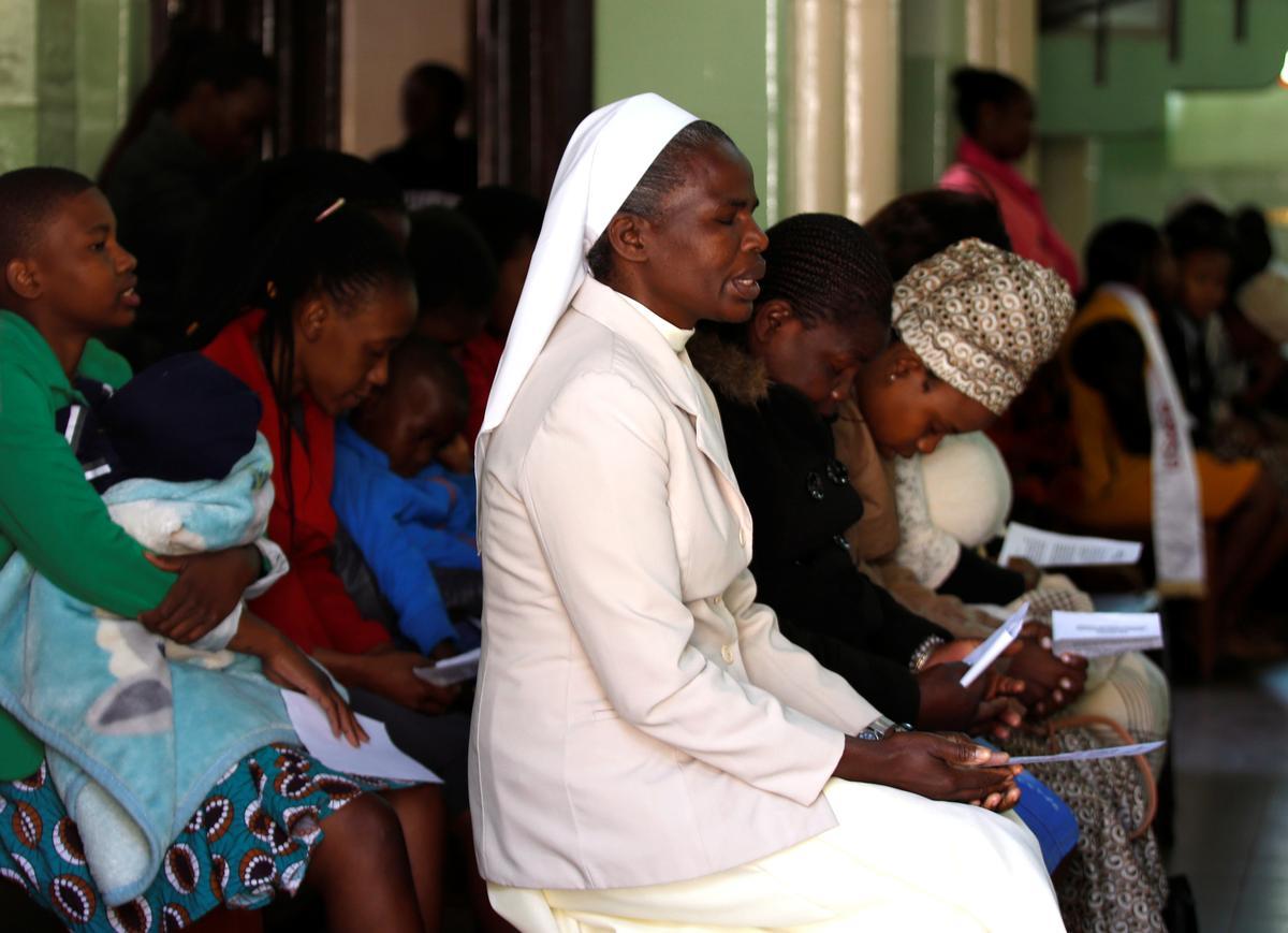 In die kerk van Mugabe bid getroues dat die afgetrede leier vergewe sal word