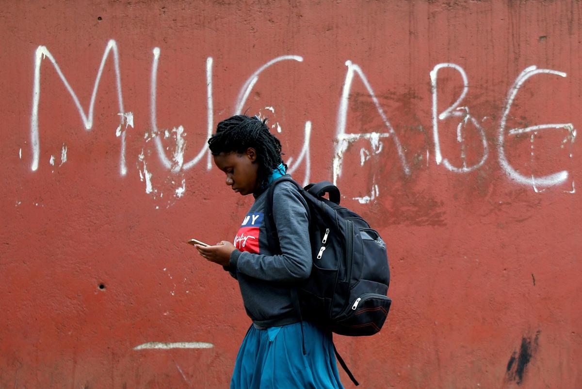 Vliegtuig vertrek na Zimbabwe na Singapoer om Mugabe se lyk huis toe te bring