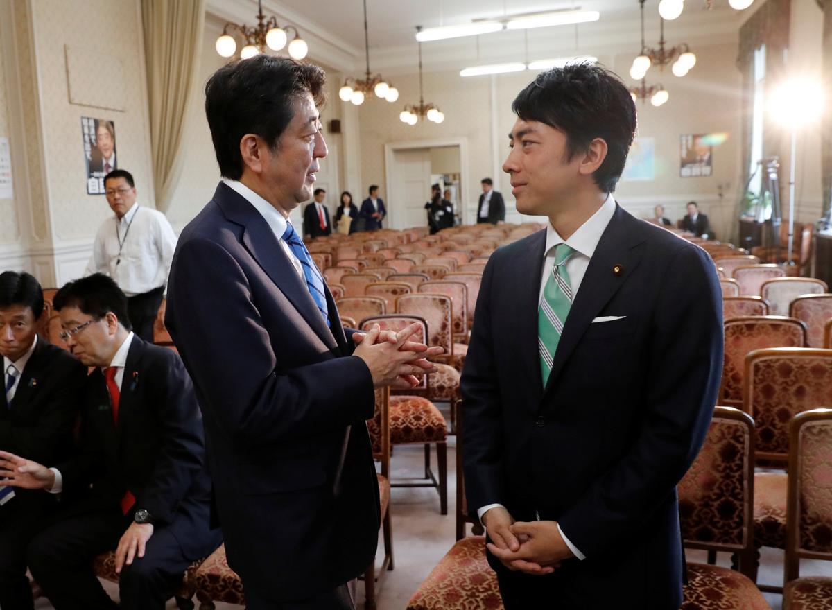 Oud-Japannese premier Koizumi se seun word gekies vir die Abe-kabinetspos