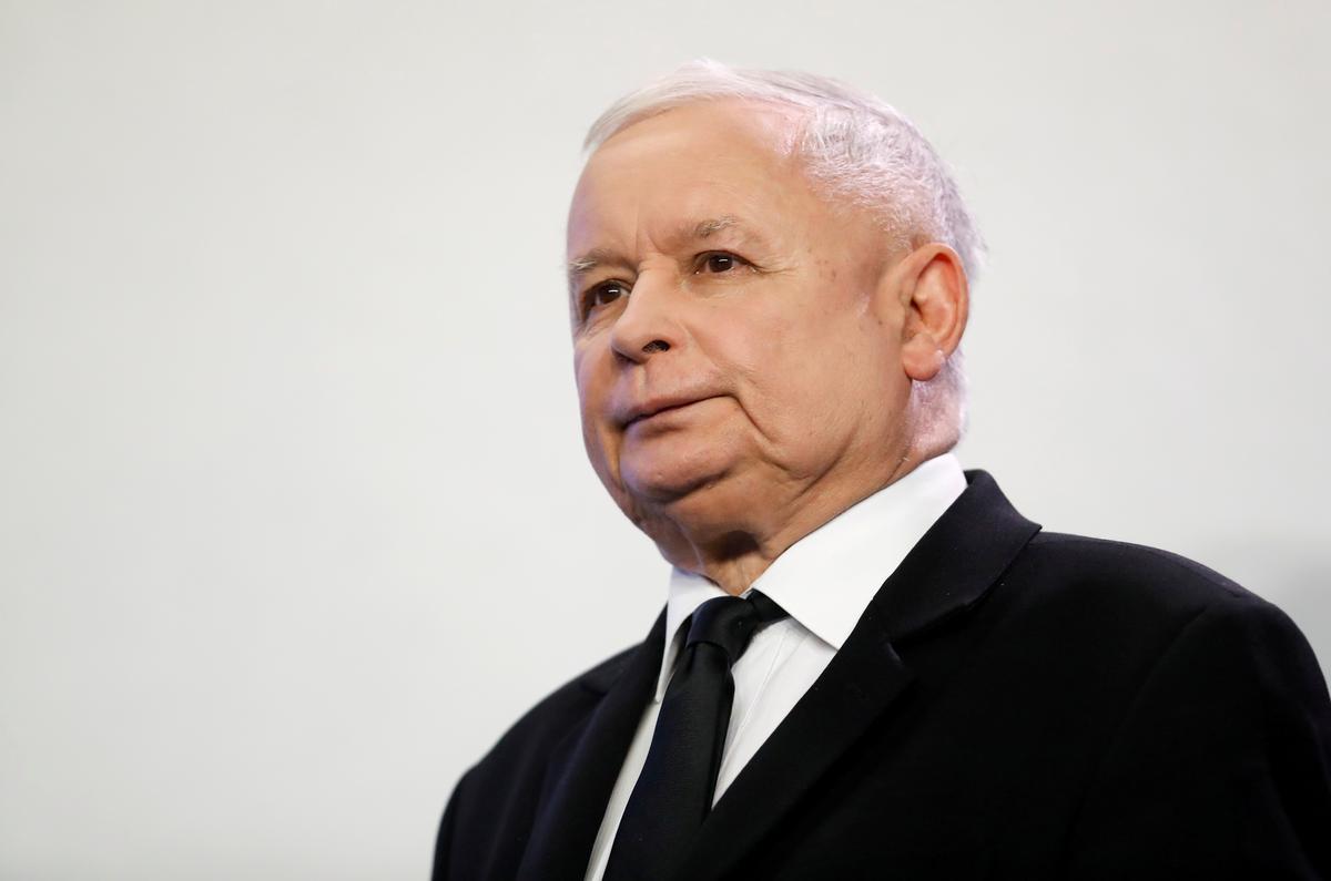 Poolse regerende partyhoof het twee knieoperasies