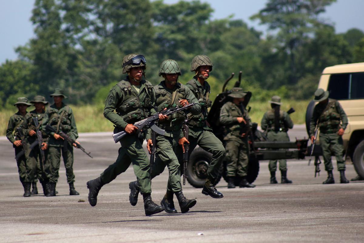 Colombia se gewapende magte is oplettend oor militêre oefeninge in Venezuela
