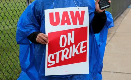 UPDATE 6-After GM talks hit impasse, UAW workers to strike as of Sunday night