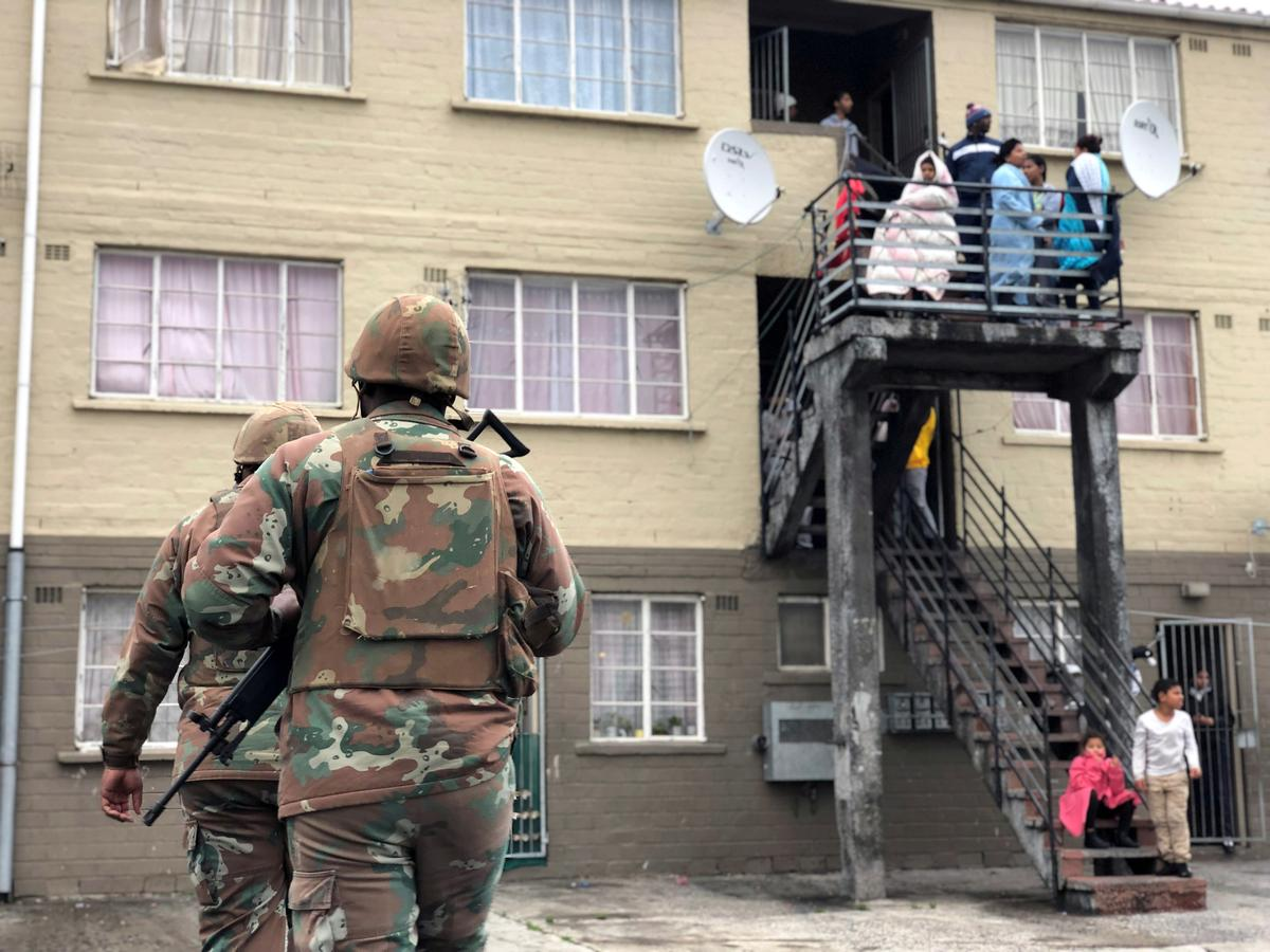 Suid-Afrikaanse leër om langer in bende-hotspots te bly - Ramaphosa