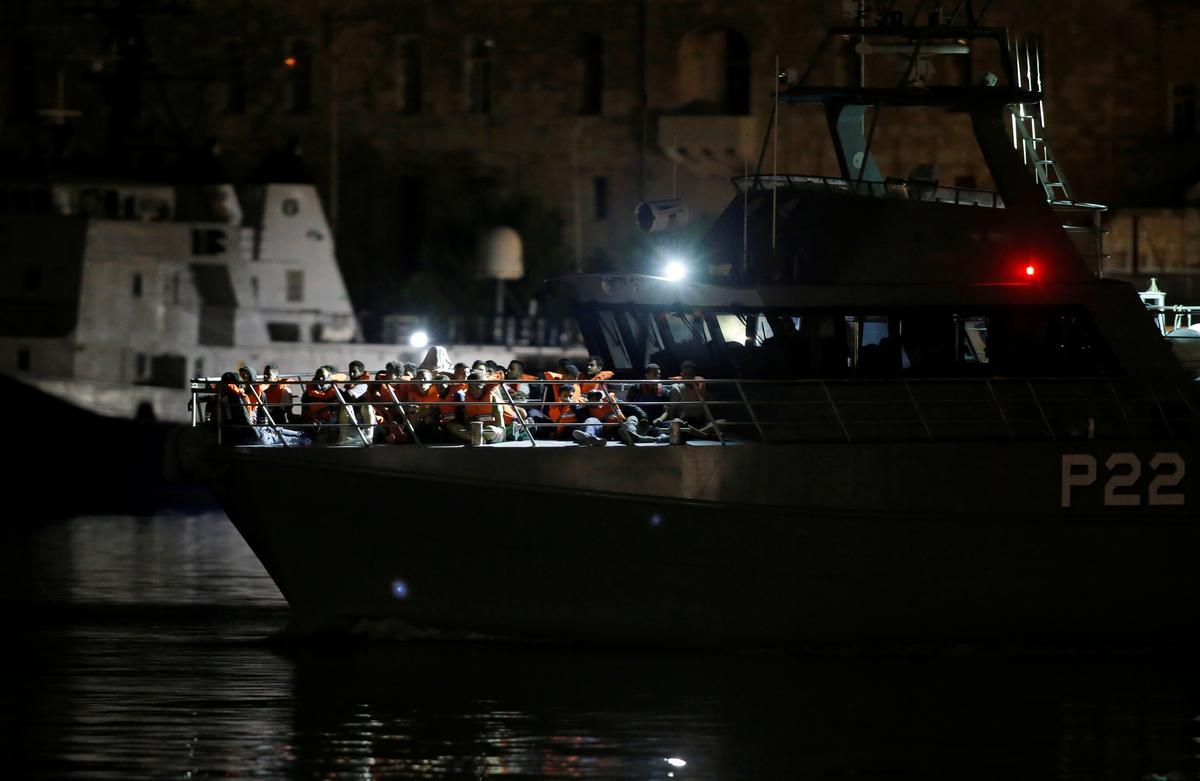 Malta stem in om 90 migrante wat deur die Italiaanse kuswag gered is, te neem
