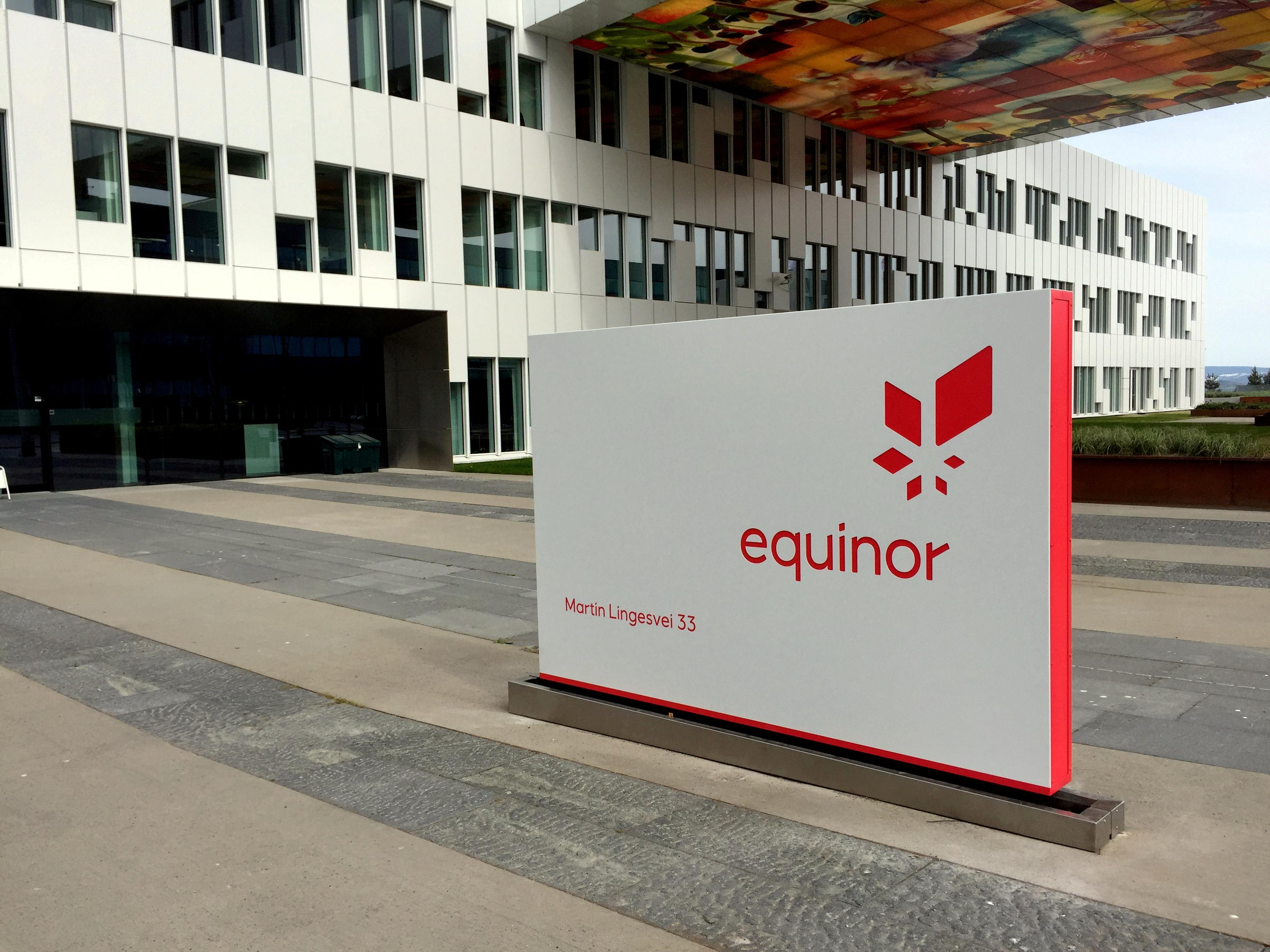 Equinor, SSE win British contract for largest offshore wind project
