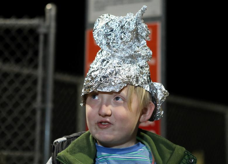 Alien Enthusiasts Descend On Nevada Desert Near Area 51 Reuters Com