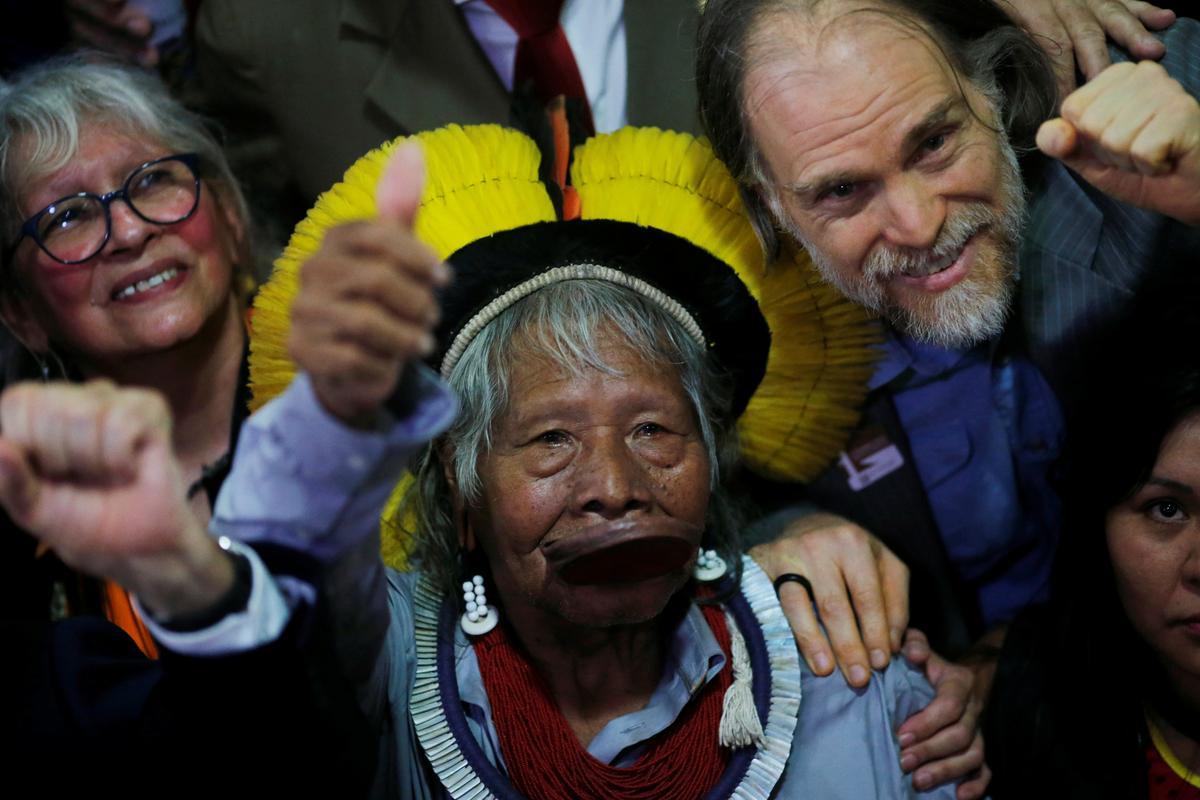 Raoni, Brasilië-hoof van Amazon, doen 'n beroep op Bolsonaro om uit te tree