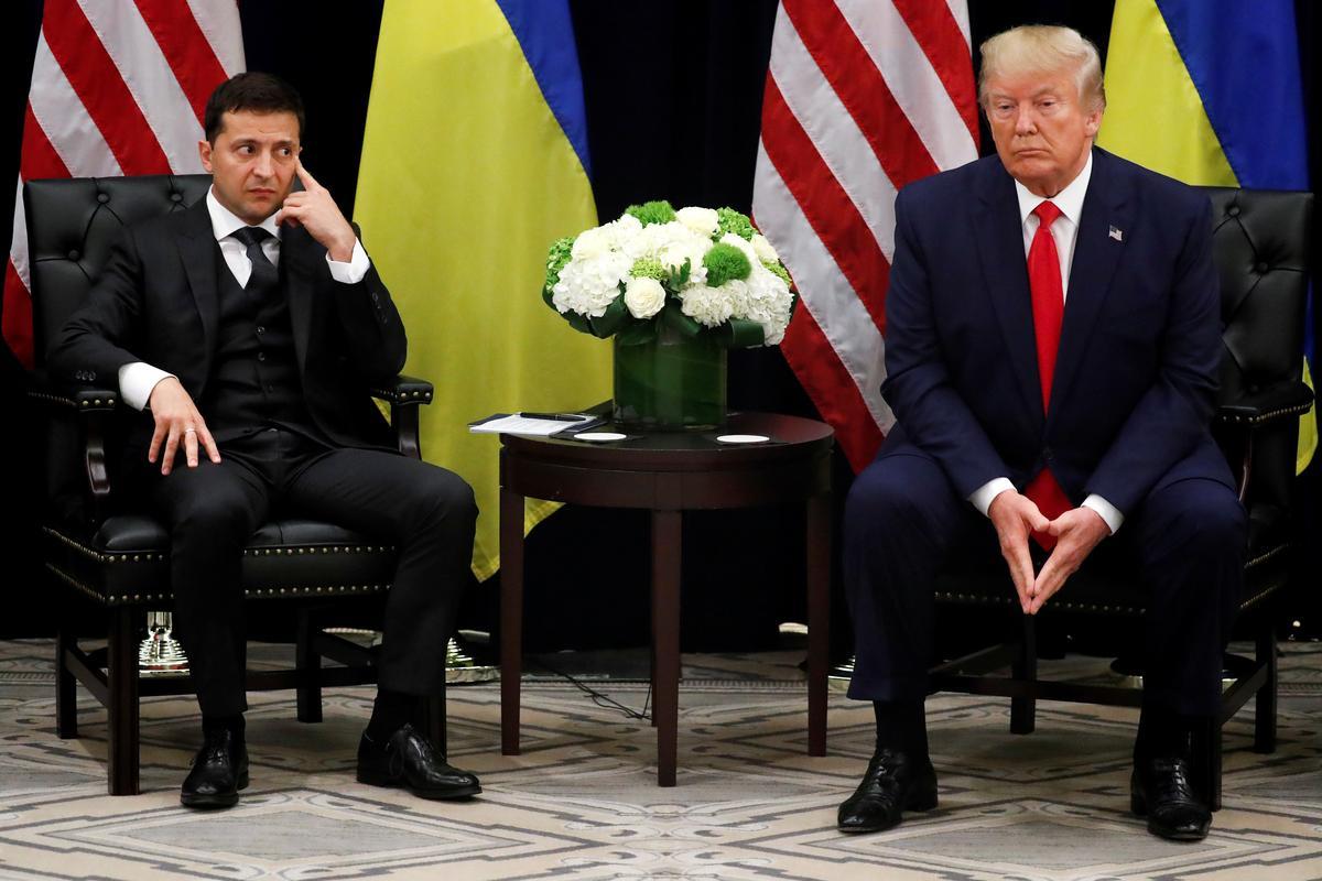 Op soek na gunste het Trump president van die Oekraïne gevra om Biden te ondersoek