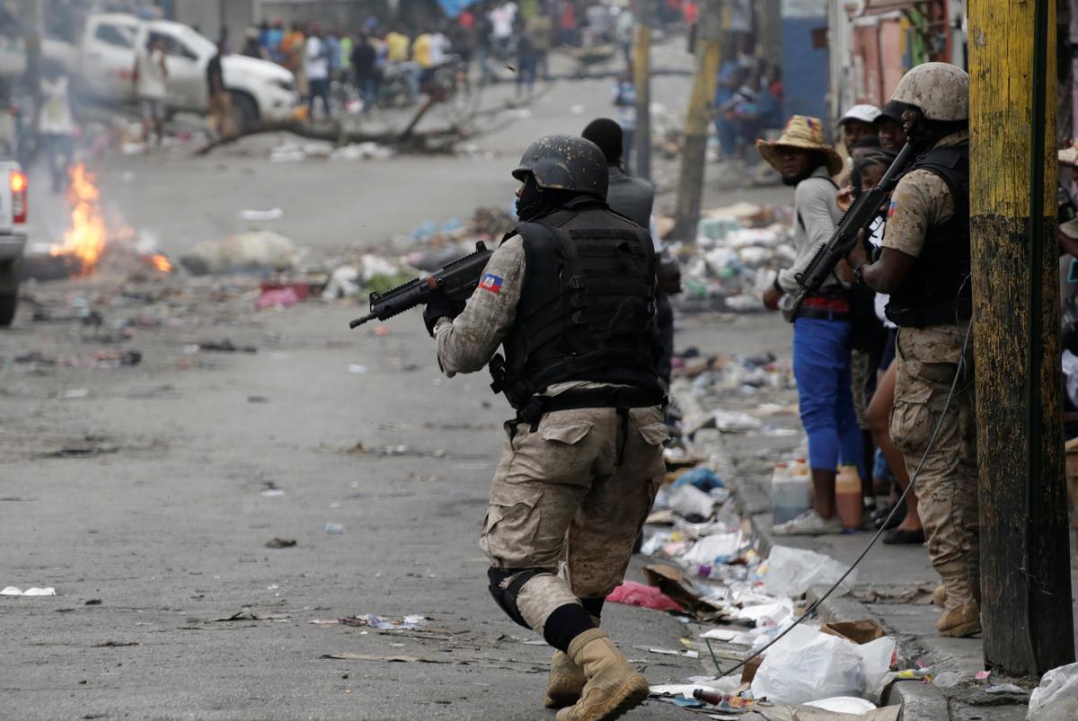 Haïtiaanse joernalis het die laaste ronde van betogings in die pols geskiet