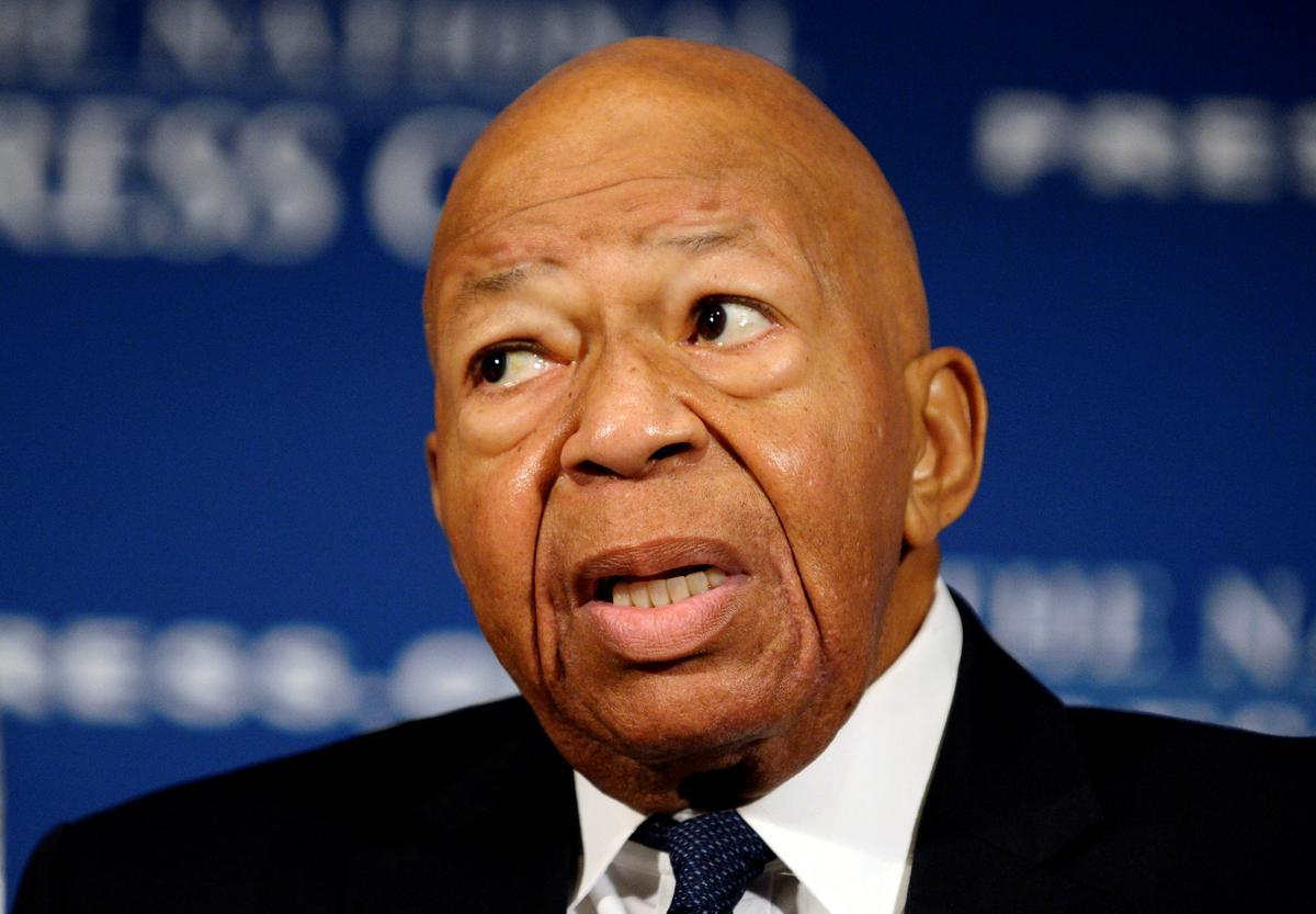 U.S. lawmaker threatens to subpoena White House over Ukraine documents